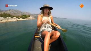Geraldine kajakt over het Skadar meer