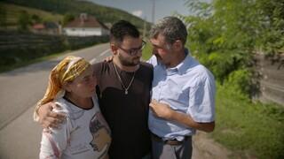 Herenigd met Roma zigeuner ouders