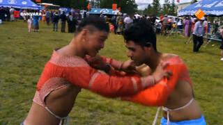 Maurice gaat een potje worstelen op het Naadam-festival!