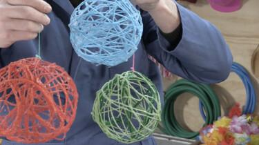 Hoppatee!: Hoe maak je een kerstbal van wol?
