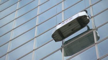 Hoe worden de ramen van kantoortorens gelapt?: Glazenwassers zonder hoogtevrees