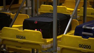 Hoe komt je koffer in het vliegtuig terecht?: Lopende banden en kofferrobots