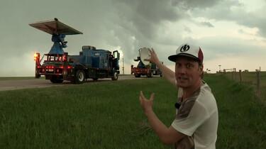 Mee met tornado-onderzoekers: Meetapparatuur plaatsen in een hevige storm