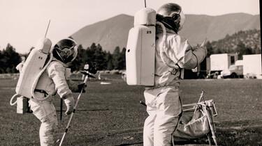 Oefenen voor de maanlanding: Een maanwandeling in vulkanisch gebied op aarde