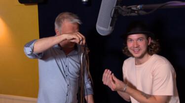 Hoe worden geluidseffecten bij films of series gemaakt?: Voetstappen, klappen en ritselende kleding nagemaakt in de studio
