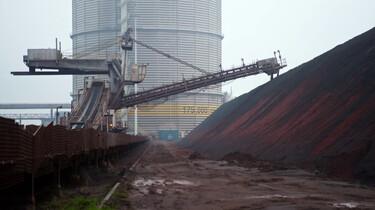 Hoe maak je ijzer en staal?: Omgesmolten ijzererts van over de hele wereld