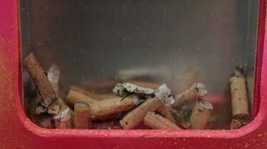 De peukenprullenbak van Lize en Mare: Een oplossing voor weggegooide sigarettenpeuken