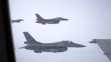 Hoe tank je een F-16 in de lucht?