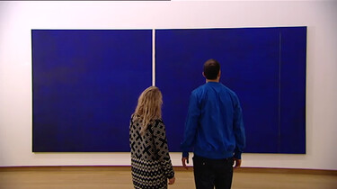 Een blauw schilderij