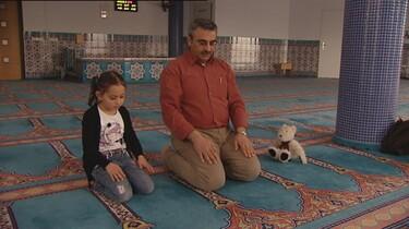 Naar de moskee