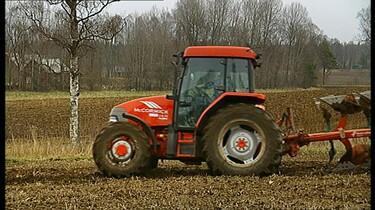 De tractor en de ploeg