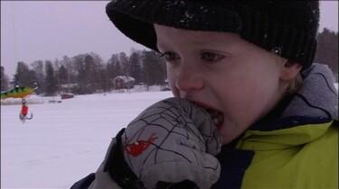 Oliver gaat ijsvissen