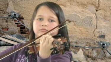 Cleo speelt viool
