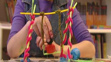 Hoe wordt een speeltoestel gemaakt?