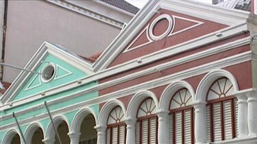 Van witte naar gekleurde huizen