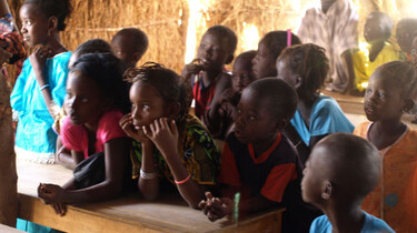 Naar school in Senegal