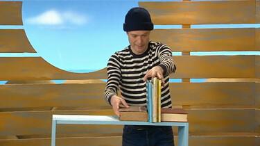 De schipper ruimt zijn boeken op