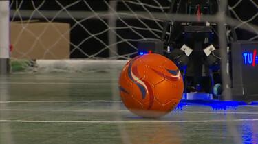 Hoe kan een robot voetballen?