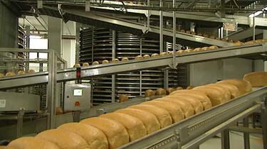 Hoe wordt brood gebakken in de fabriek?
