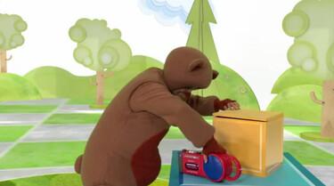 Teddy gaat dansen op muziek