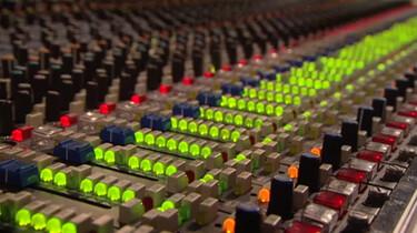 De geluidstechnicus van het Metropole-orkest