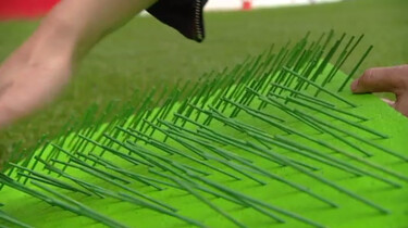Waarom heeft een voetbalveld banen op het gras?