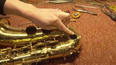 Hoe wordt een saxofoon gemaakt?