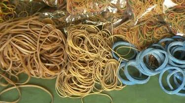 Hoe worden elastiekjes gemaakt?