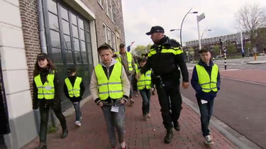 Kinderen helpen de politie