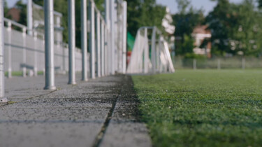 Is voetballen op kunstgras gevaarlijk?