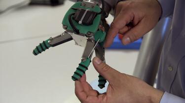 Hoe maak je een robothand?