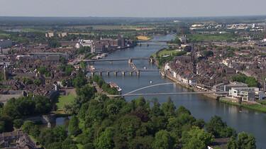 Hoe heeft de komst van het spoor Maastricht veranderd?: Naar de andere kant van de Maas
