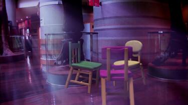 Dansende stoelen in het museum