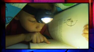 Is lezen voor het slapen gaan slecht voor je ogen?: Clipje uit Studio Snugger