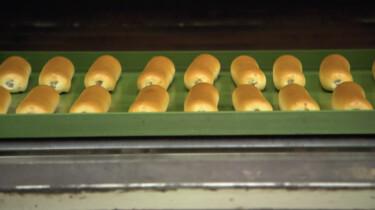 Hoe worden worstenbroodjes gemaakt?