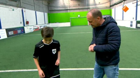 Freestyle luchtvoetbal, Thijs Decker