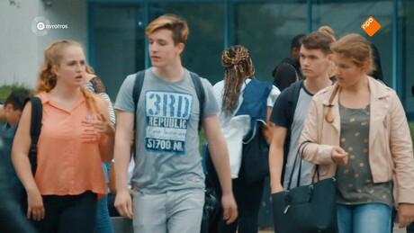 Brugklas | Zoenen op school