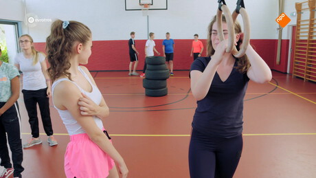 Brugklas | Meisjes kijken
