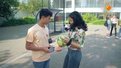 Brugklas | Voetbal of verkering?