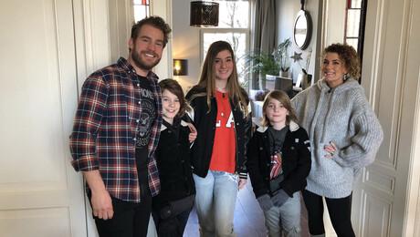 Van Vader naar Moeder | Lila Denne en Senn