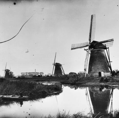 Molens_1-2-3-4_van_het_waterschap_Nederwaard_-_Kinderdijk_-_20125337_-_RCEvk.jpg