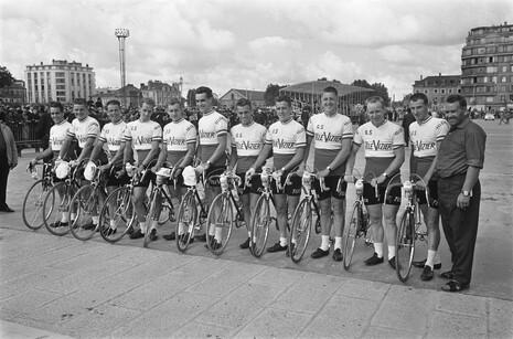 Televizier_team,_Tour_de_France_1964
