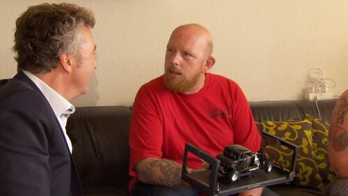 Broederband kapot ondanks tatoeages van elkaar