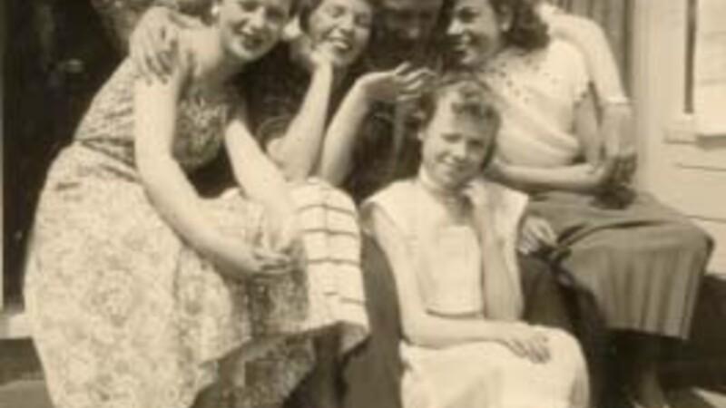 Teresa, Tonny en Flory, Renée en Ellen