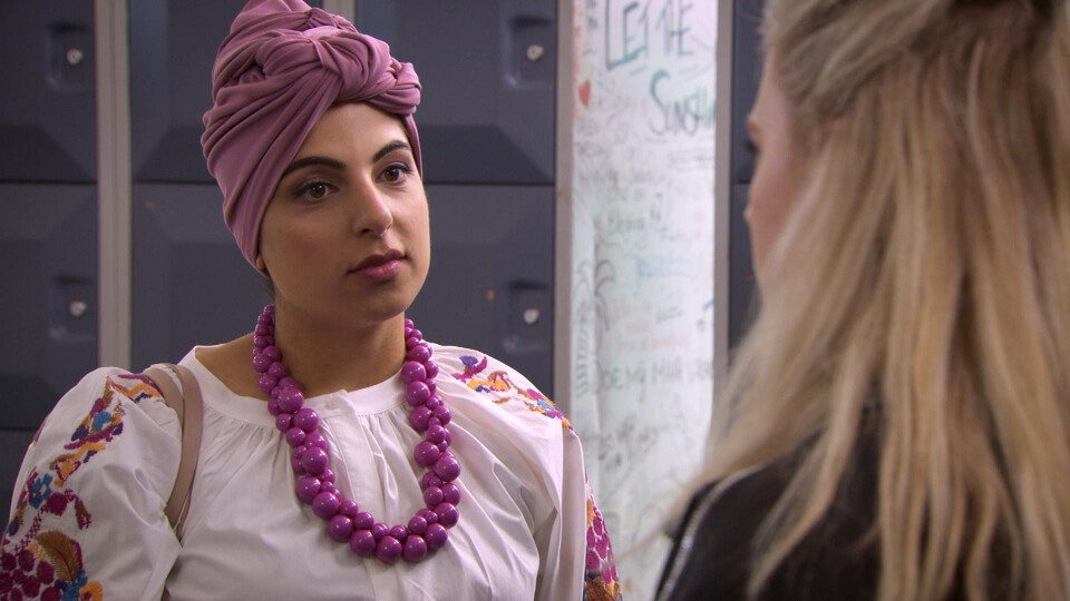 Screenshot van aflevering: Adoptiepapieren