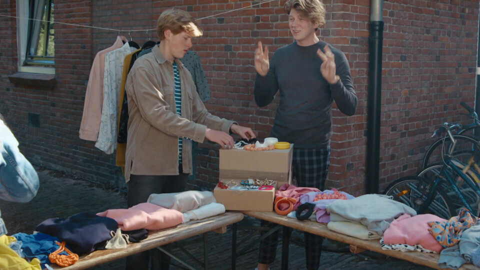 Screenshot van aflevering: Alles is te koop