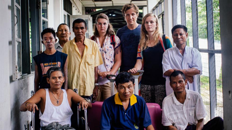 Bestemming Onbekend - Coosje En Roos In Myanmar.