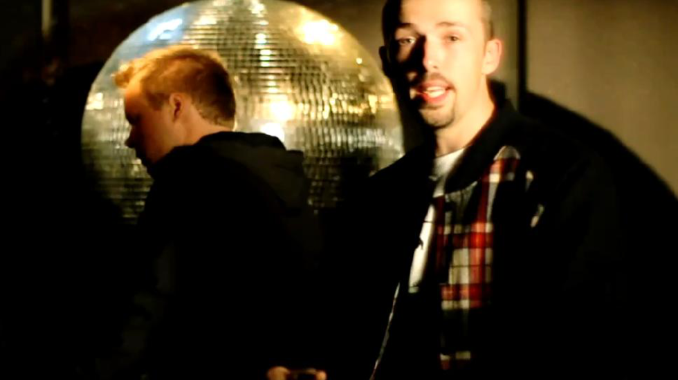 AFZIEN?! - Tim Smit & Wouter Prudon over  Diggy Dex ft Wudstik, Big2 & Skiggy Rapz - Links Rechts (OKT '10)