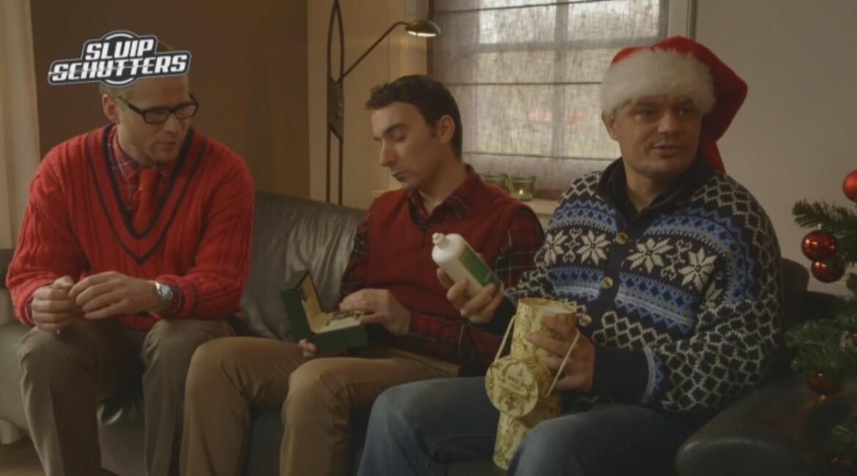 Sluipschutters: cadeaus uitpakken met kerst. sluipschutters kijk
